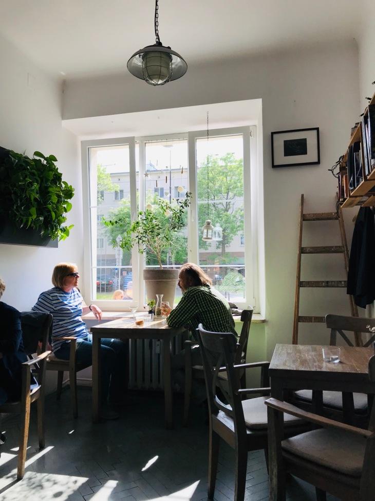 zoliborz-warszawa-restauracja-wiosna-winny-przystanek